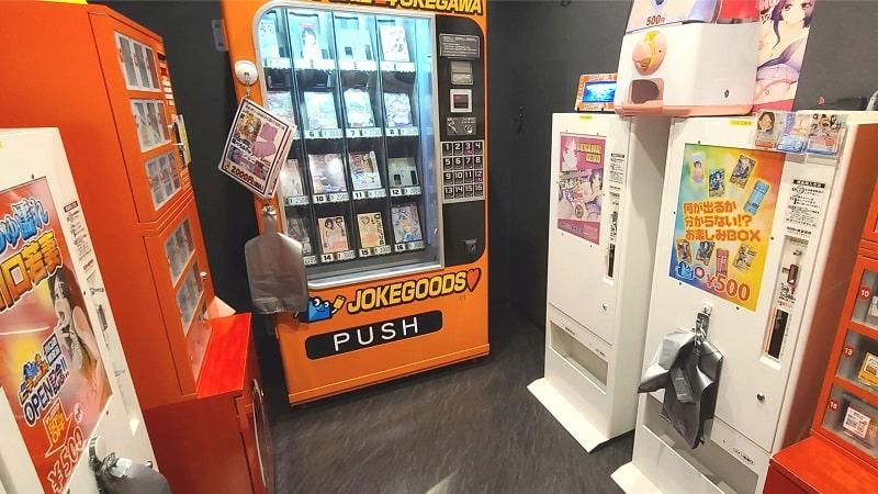 ビデオ館24桶川店のジョークグッズ販売機コーナー
