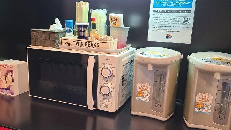 ビデオ館24桶川店のポットや電子レンジ
